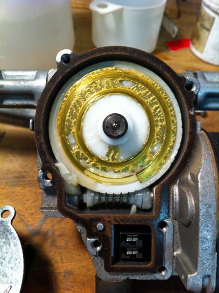 [TUTO] Démontage et Remontage du mécanisme d'essuie-glace avant (a venir: modif des bras de commande) Mecanisme%20essuiglace%20av%20(6)%20(800x600)